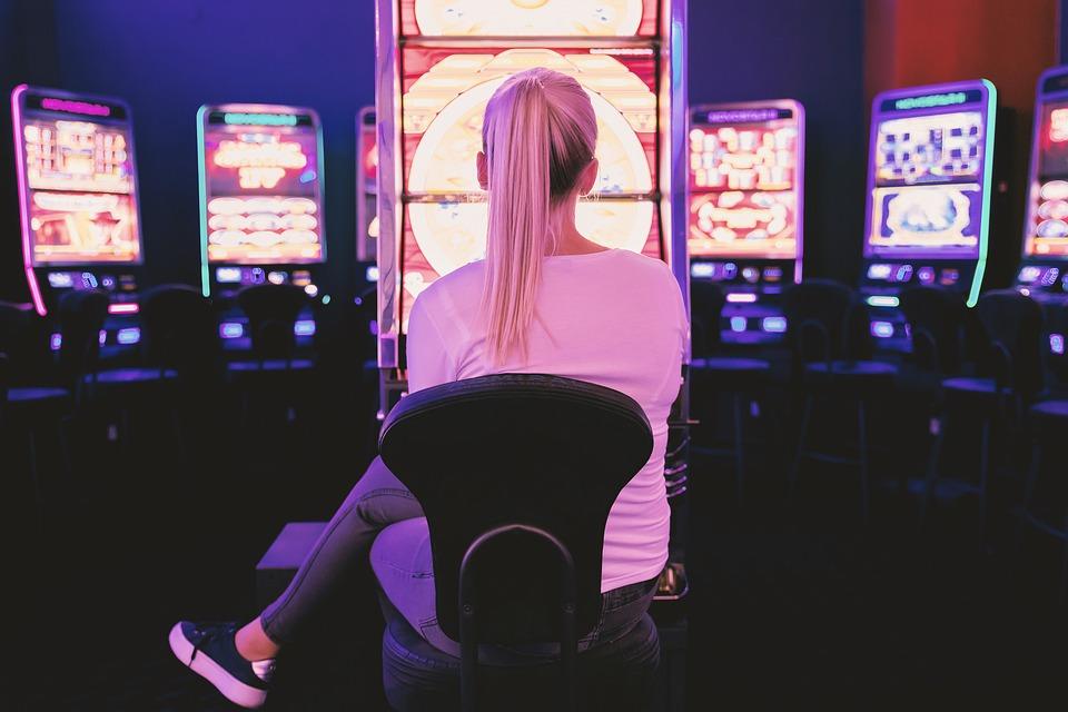 Keuntungan Main Game Slot Online Daripada di Kasino